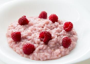 Рисовая каша с малиной - такой продукт есть в наборе диеты Елены Малышевой