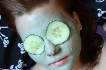Есть от зеленого лука и косметологическая польза