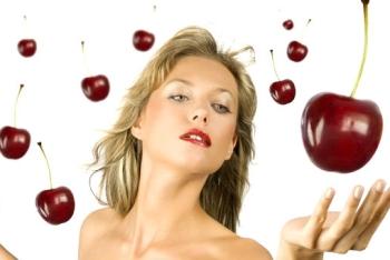 Польза и рецепт маски из вишни для лица
