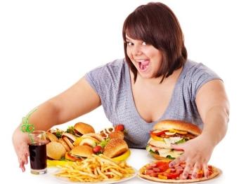 Неправильный образ жизни и нездоровое питание могут вызвать дефицит витамина В12