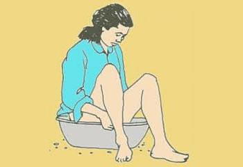 От геморроя помогут ванночки с отварами трав