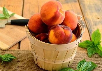 Какие существуют противопоказания к употреблению персика и персикового сока