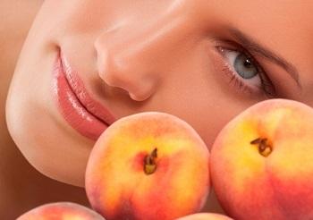 Персики и применение целебного фрукта в косметологии — рецепты масок