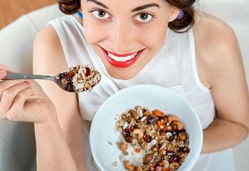 Как употреблять грецкие орехи для максимальной пользы женскому организму