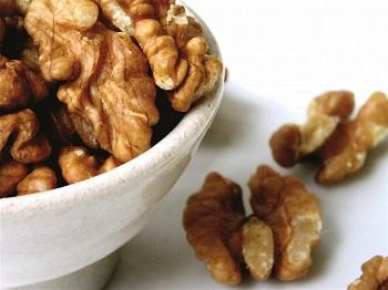 Применение грецких орехов в косметологии, при уходе за кожей