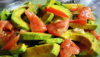 Салат с авокадо — польза и вред продукта для женщин