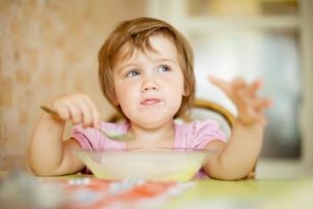 Когда можно начинать давать китайскую капусту детям, польза и вред продукта для малышей