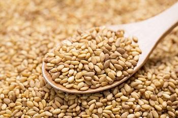 В каком виде лучше всего употреблять кунжутное семя для максимальной пользы