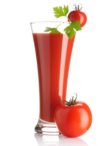Полезные и лечебные свойства томатного сока