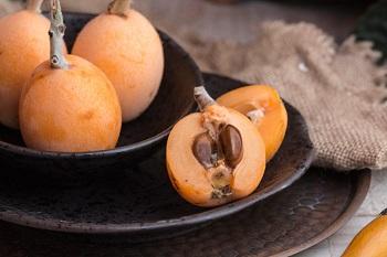 Мушмула и использование фрукта в рецептах народной медицины