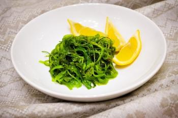 Водоросли вакаме и салат чука: полезные свойства, применение в кулинарии