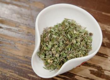 Курильский чай: полезные и лечебные свойства, противопоказания, рекомендации по употреблению