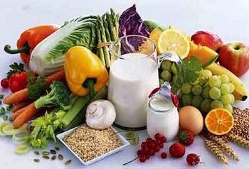 Здоровые продукты питания на столе