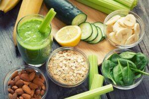 Полезные продукты питания на столе