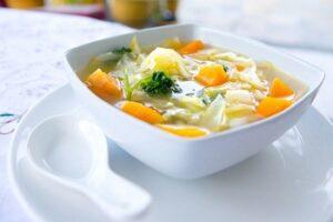 Суп из овощей в тарелке