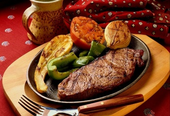Сочный стейк с овощами