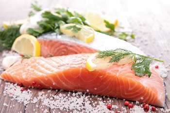 Рыбный стейк в специях