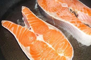 Жареные рыбные стейки