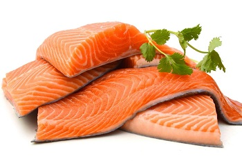 Куски красной рыбы