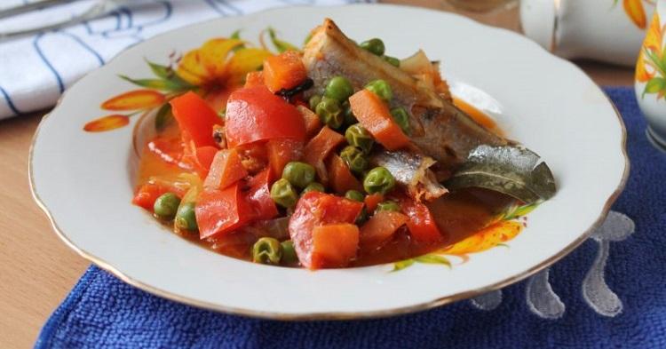 Тушеные овощи с рыбой