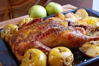 Утка с яблоками, рецепт приготовления мяса
