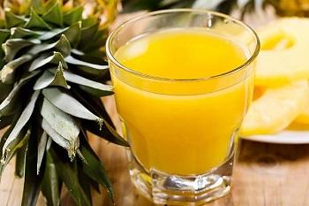 Ананасовый сок для организма взрослых мужчин и женщин