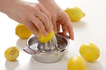 Чем полезен лимонный сок для взрослых и детей