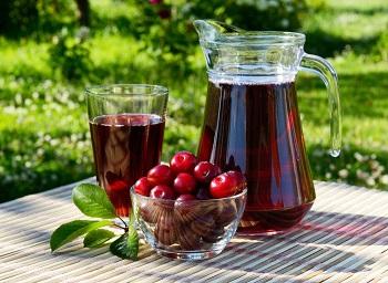 Вишневый сок и противопоказания к его употреблению