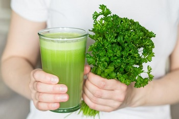 Зелень петрушки для приготовления сока