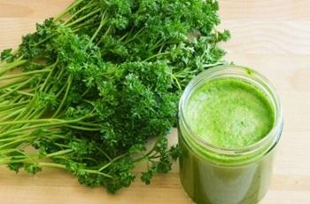 Сок петрушки, польза и вред напитка для организма