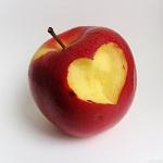 Красное надкусанное яблоко