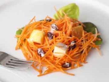 Очень полезен при диете стол 5 яблочно-морковный салат