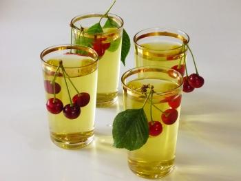 Рецепты чая из вишневых листьев для разных случаев