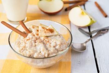 Во время диеты послу удаления желчного пузыря разрешено есть овсянку с яблоками