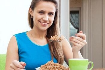 Правила питания при соблюдении гречневой диеты и чем полезна гречка