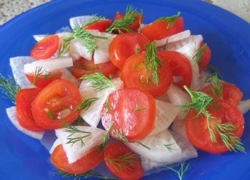 Салат из зеленой редьки с помидорами