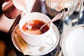 Чай с молоком - какие существуют противопоказания к употреблению напитка