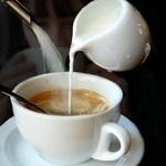 Кофе с молоком - полезная информация о пользе и вреде напитка