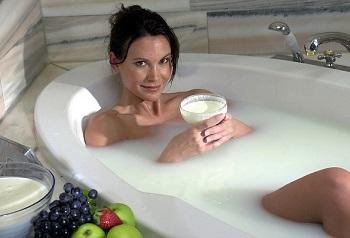 Козье молоко и области применения полезного продукта