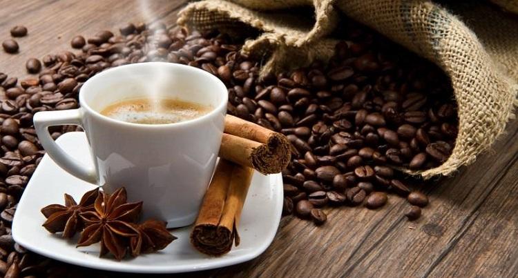 О вреде и пользе такого напитка как кофе с молоком
