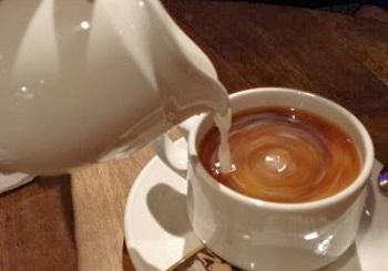 Полезные свойства кофе с молоком и его вред для оранизма