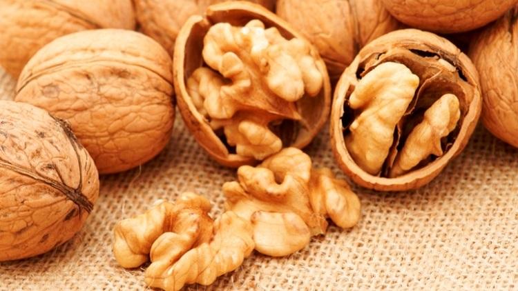 Чем могут навредить грецкие орехи женскому организму
