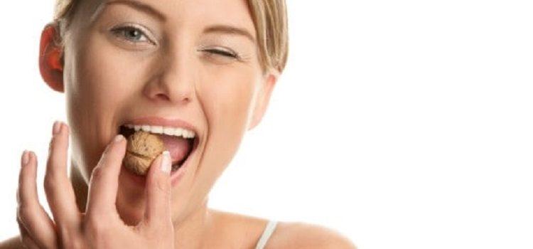 Польза грецких орехов для женщин - о полезных свойствах для женского организма