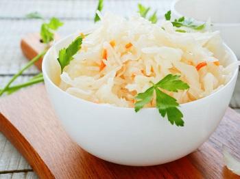 Польза квашеной капусты и чем она отличается от маринованного продукта