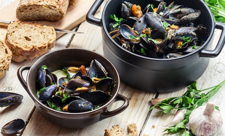 Как правильно приготовить мидии - несколько рецептов европейской кухни