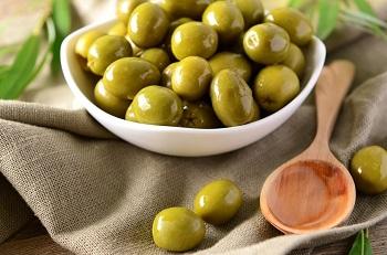 Противопоказания к употреблению оливок и их действие на организм