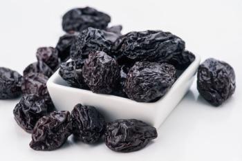 Чернослив: польза и вред для организма, полезные свойства продукта