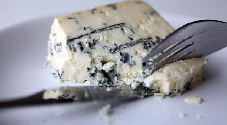 Использование сыра с плесенью при похудении - несколько советов