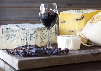 Рекомендации по употреблению сыра с плесенью и химический состав продукта