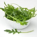 Полезные свойства салата руккола и противопоказания к его употреблению